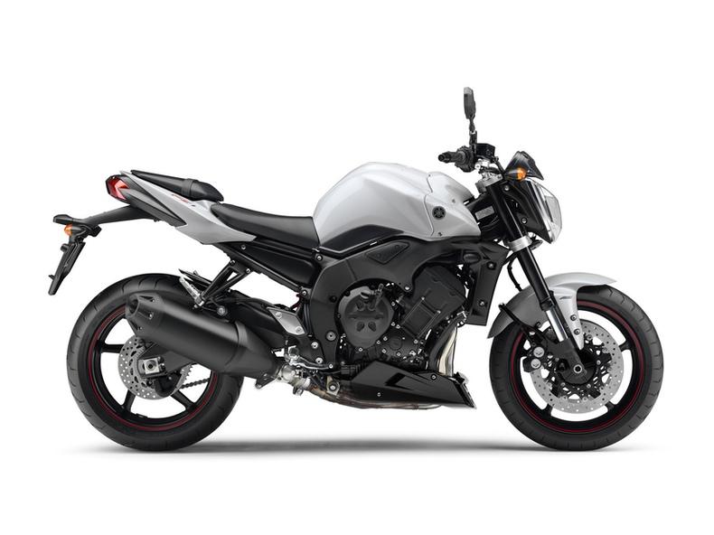 YAMAHA FZ6 S2 2010 600 cm3   moto roadster   33 000 km
